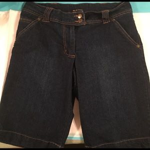 NY & CO. WOMENS DARKWASH DENIM WALKING SHORT SZ. 2